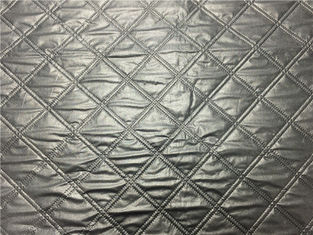 Cina Gumpalan Pakaian 1.2mm Quilted Bonded Leather Fabric Dengan Polyester Cotton Surface Warna Silver pemasok